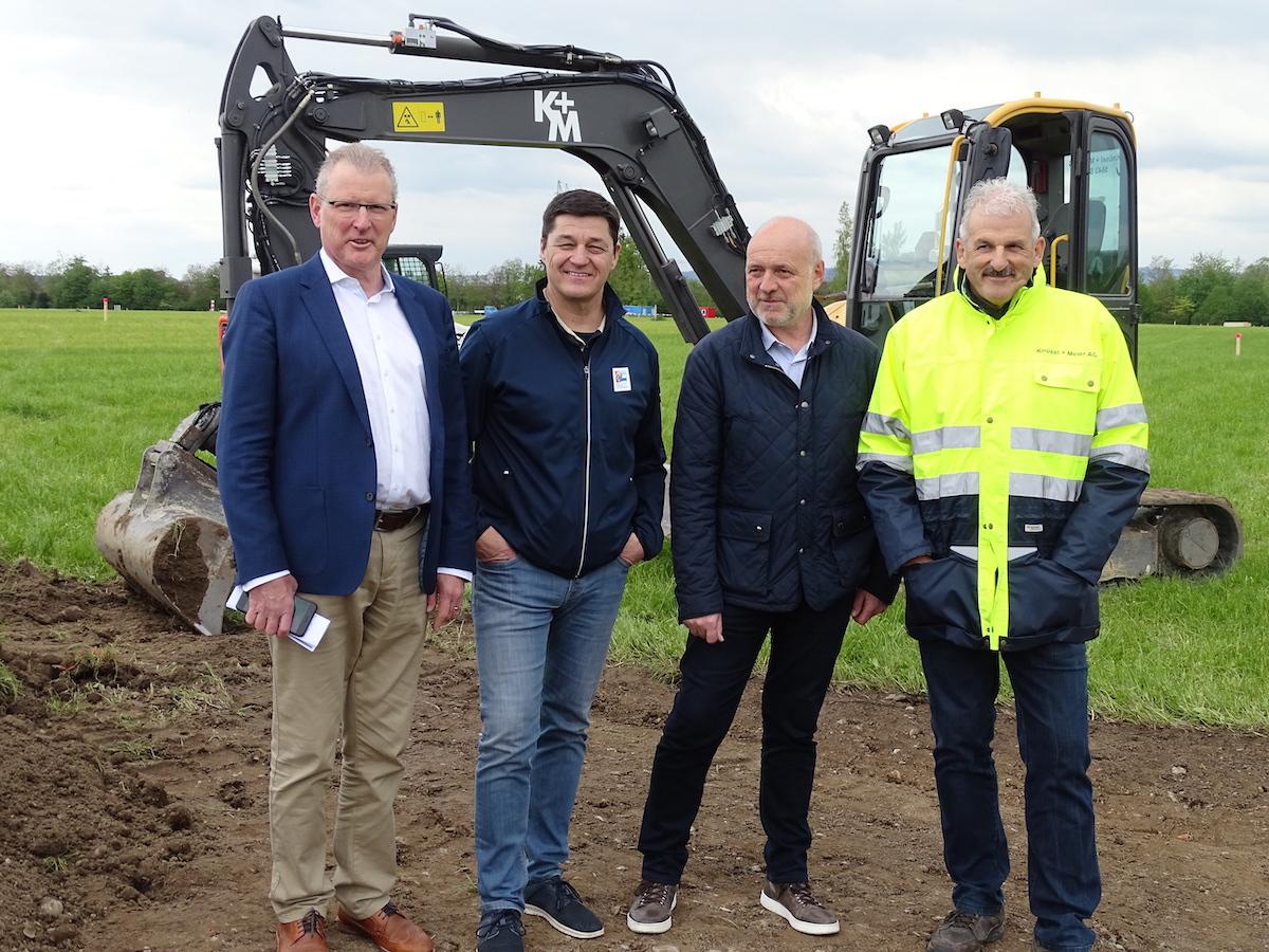 OK-Präsident Heinz Tännler (l.), Chef Infrastruktur Walter Lötscher, Geschäftsführer Thomas Huwyler, und Botschafter Harry Knüsel vereint.