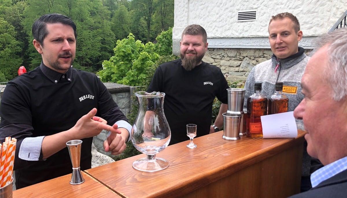 Bester Luzerner Barkeeper im Gütsch:Mattia Vetter von der Bar Capitol (links), daneben Organisator Manuel Schlüssler.