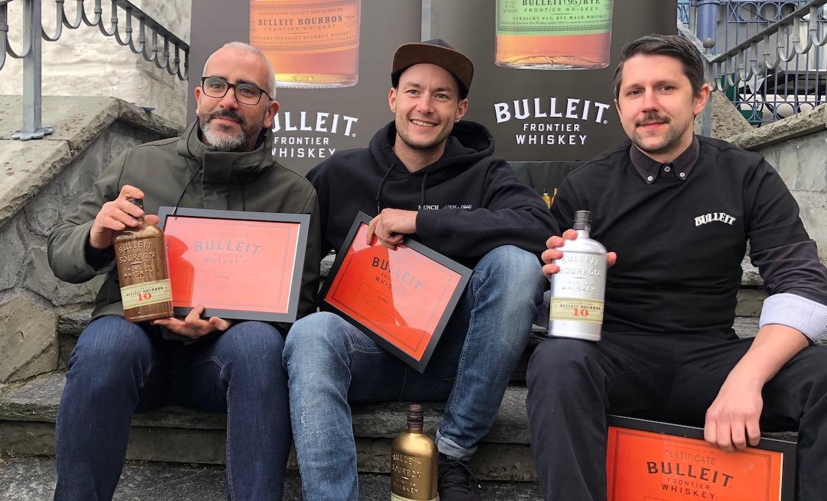 Die Sieger:John Sánchez Oquendo vom Karel Korner (3. Preis, links), Nico Colic aus der Zürcher Spitz-Bar beim Landesmuseum (1.)und Mattia Vetter von der Bar Capitol (2.).