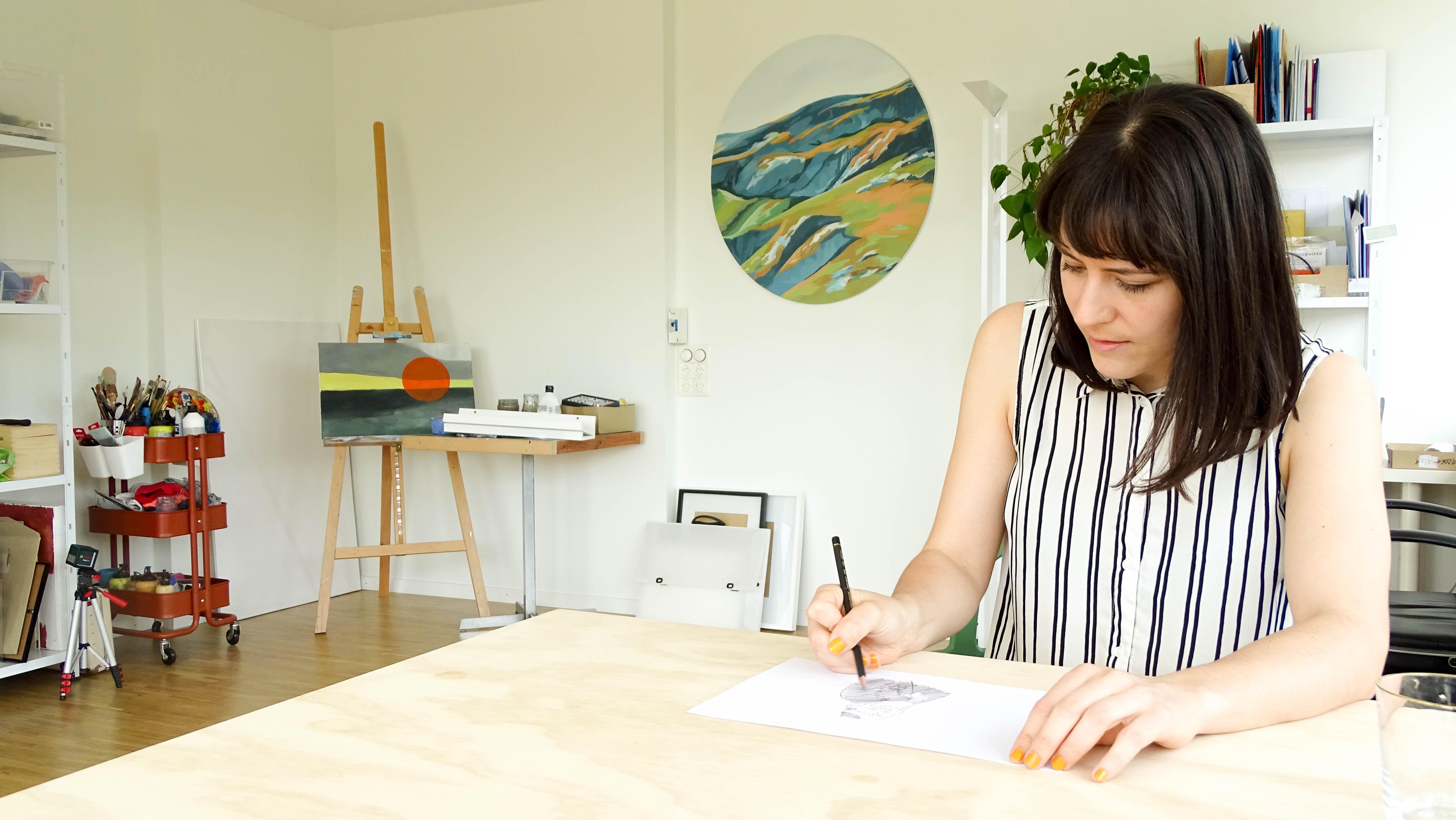 Hat eine sozialkritische Feder: Marina Lutz in ihrem Atelier in Emmenbrücke.