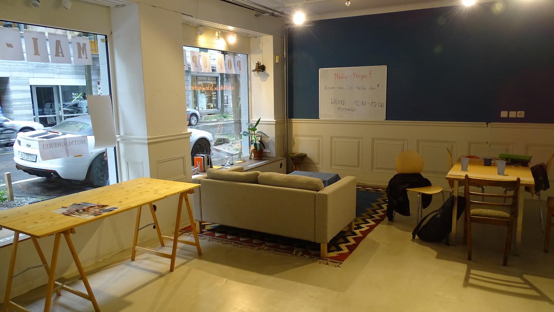 Im Innern hat sich Kathrin Gerhard ein eigenes kleines Wohnzimmer für ihr «Mathe im Schaufenster»-Konzept.