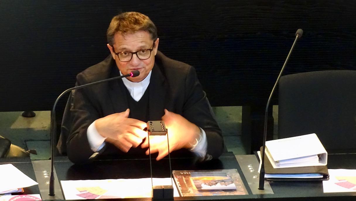 Bischof Gmür stellte sich den Fragen der Basis.