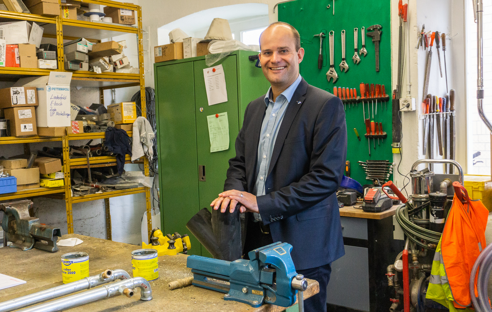 Fabian Peter in der Werkstatt seiner Firma, die er gemeinsam mit seinem Bruder führte.