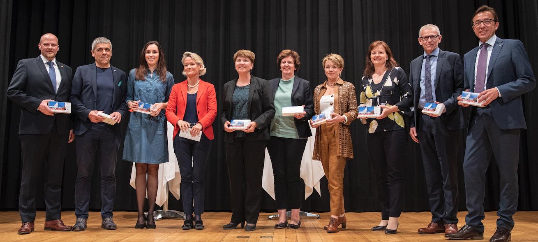 Alle Kandidaten der Luzerner CVP gemeinsam mit der CVP-Bundesrätin auf einem Bild. Von links: Christian Ineichen, Werner Baumgartner, Karin Stadelmann, Andrea Gmür, Viola Amherd, Ida Glanzmann, Inge Lichtsteiner, Priska Wismer, Leo Müller und Josef Wyss.