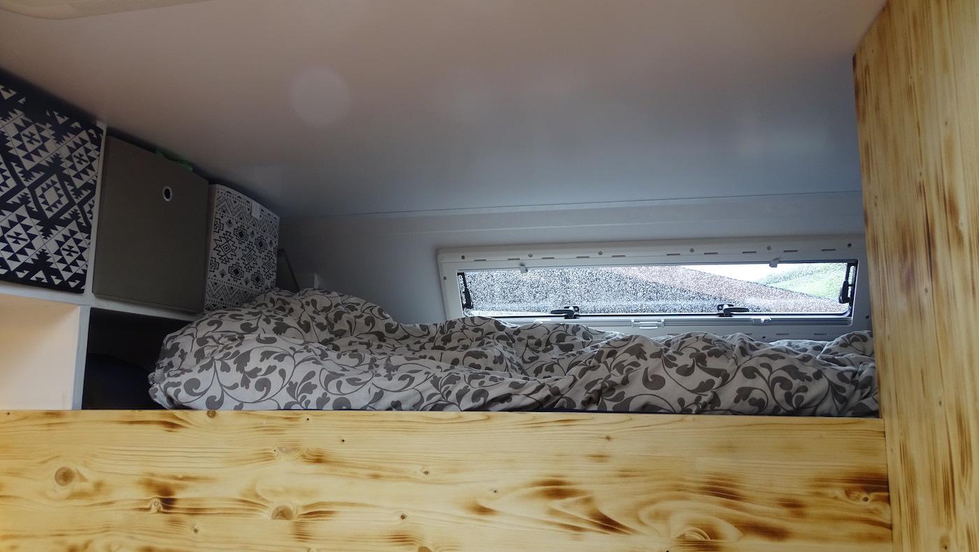 Das Bett: 1.20 Meter breit. «Das reicht uns», finden die beiden.