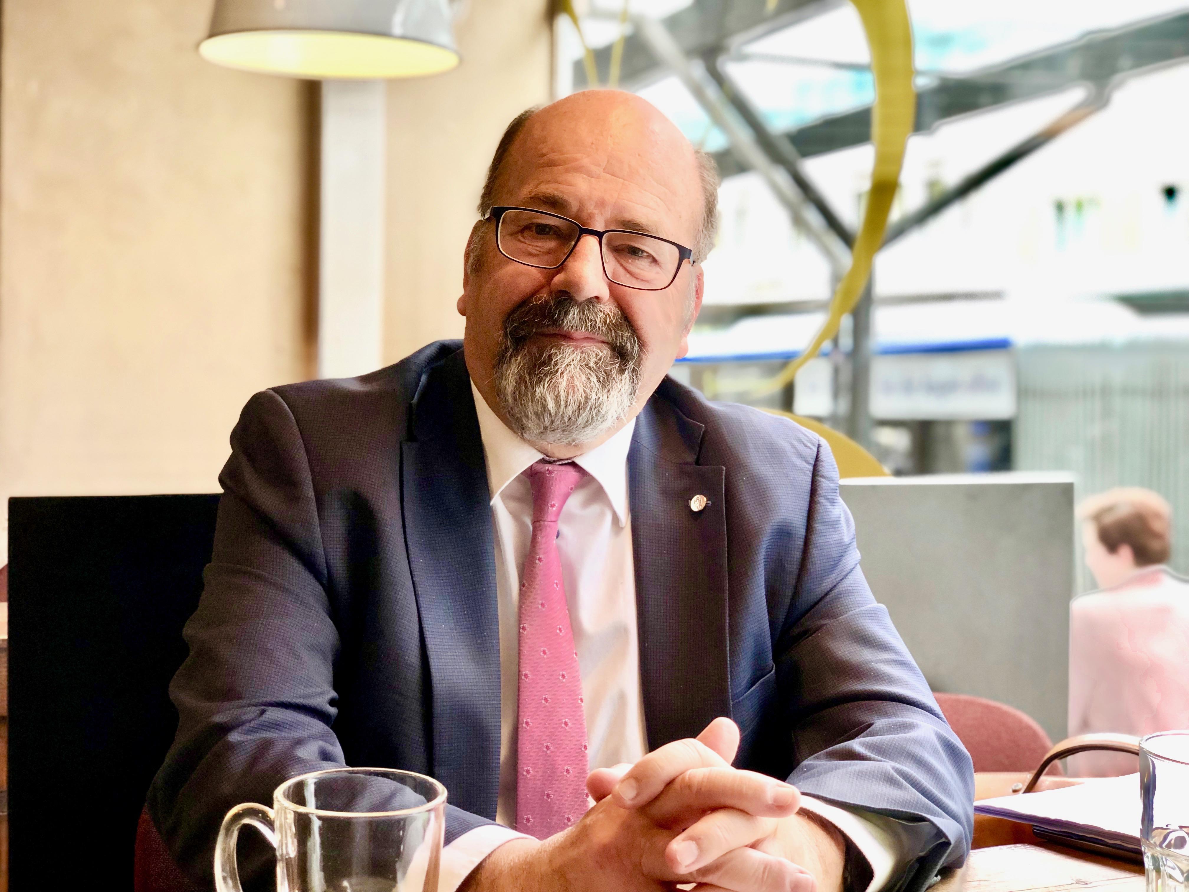 FDP-Ständerat Joachim Eder legt im Herbst sein Amt nieder.