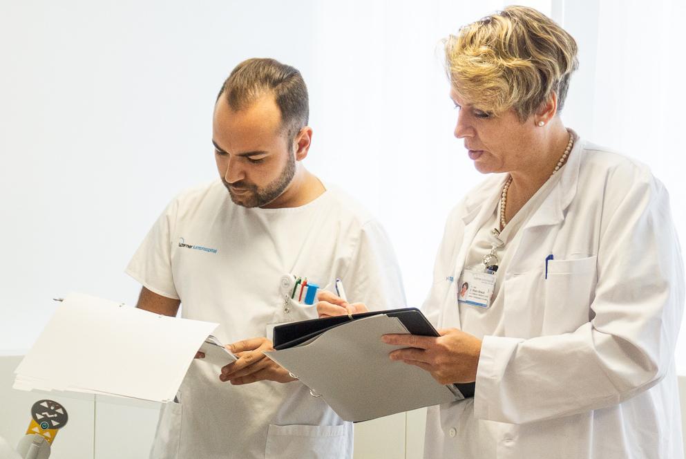 Noch analog: Bis im September wird im Luzerner Kantonsspital noch mit Papier und Stiften gearbeitet.