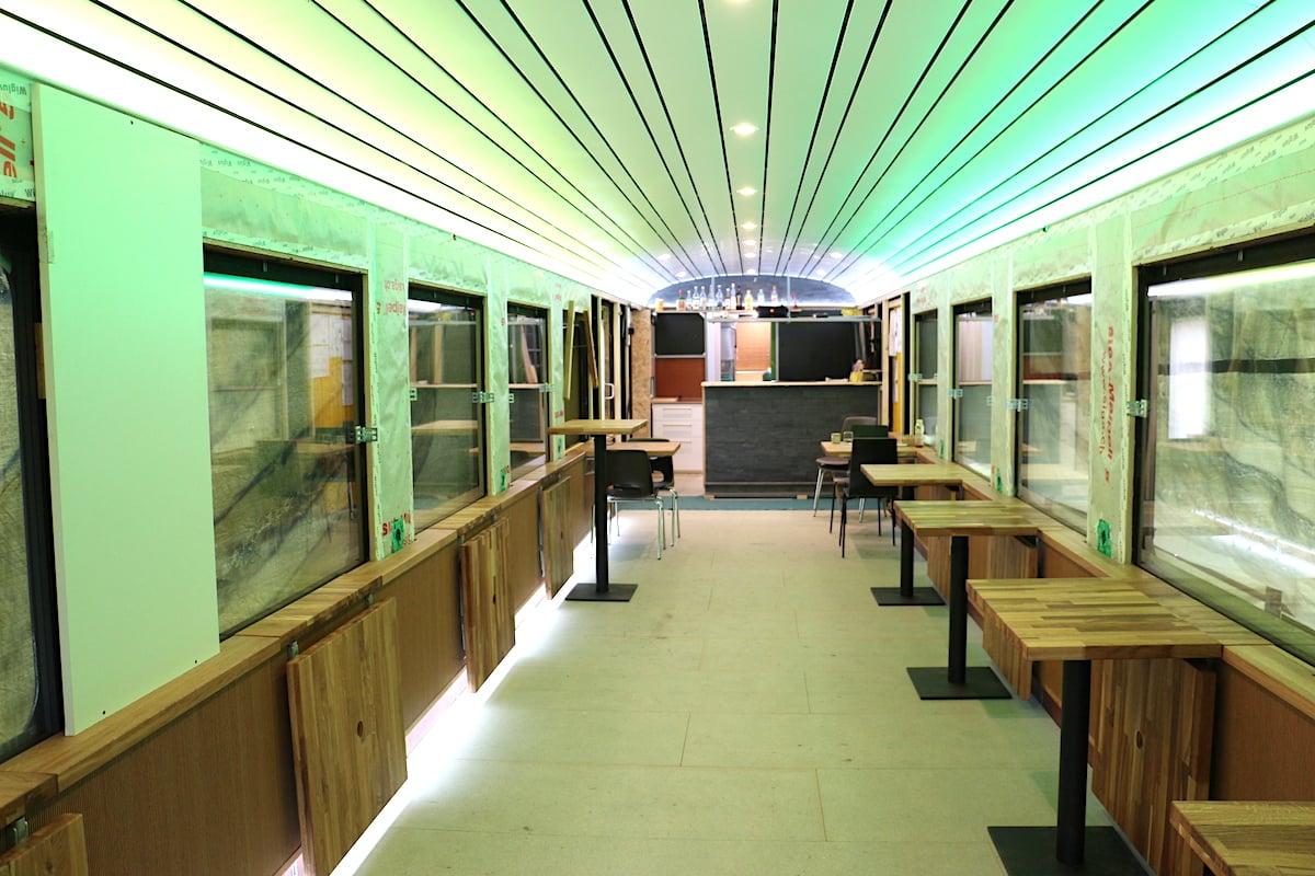 Insgesamt 25 Meter lang ist der Zugwaggon. Da rein kommt ein Bistro mit Küche und WC-Anlagen.