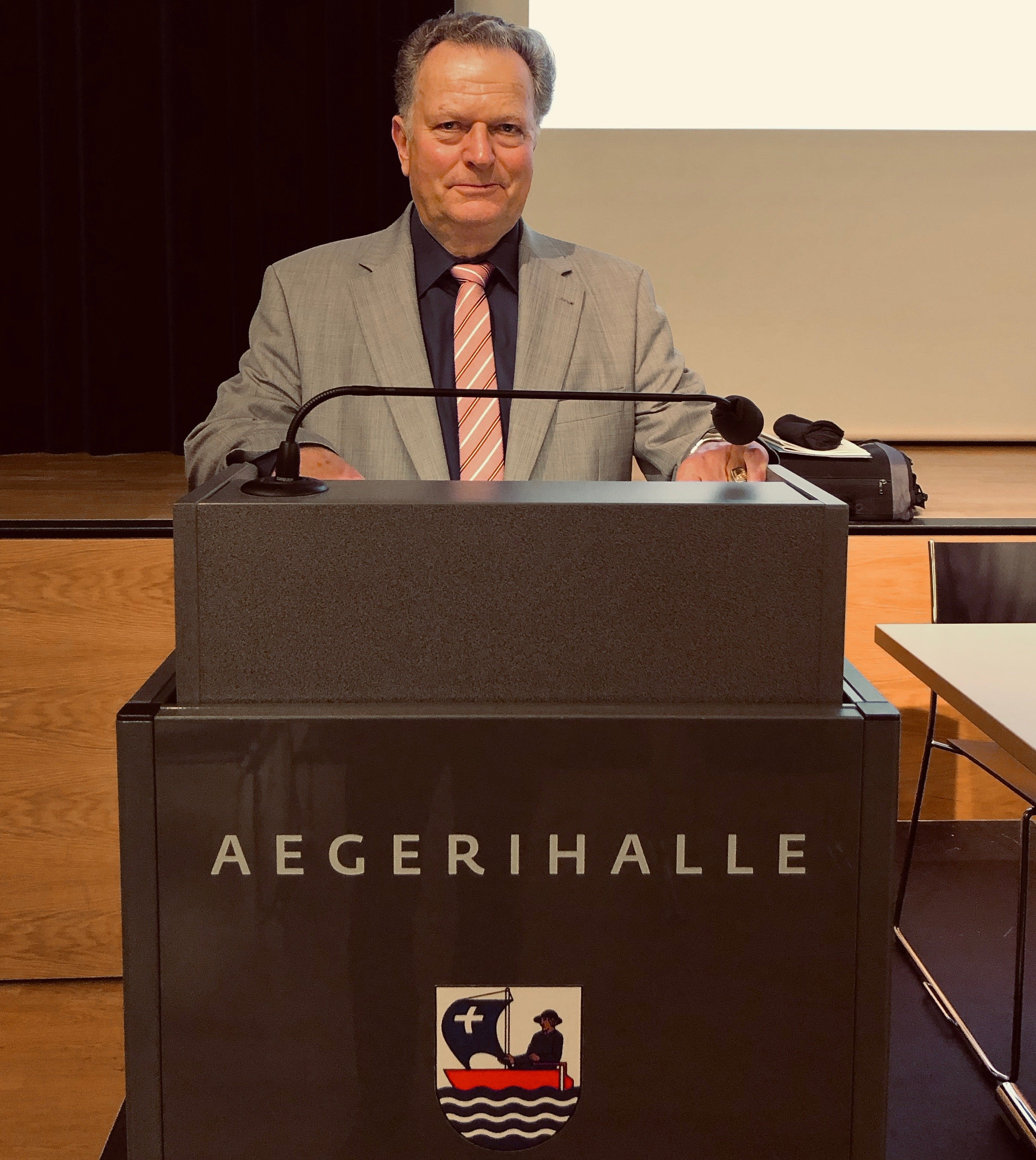 Gemeindepräsident Josef Ribary konnte 179 Stimmberechtigte an der Gemeindeversammlung wilkommen heissen.