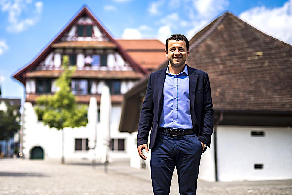 Zari Dzaferi ist Gemeinderat von Baar – als mazedonischstämmiger Secondo.
