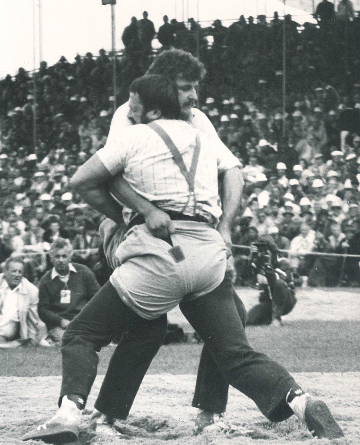Harry Knüsel am ESAF 1986 im Sägemehl gegen Ernst Schläpfer.