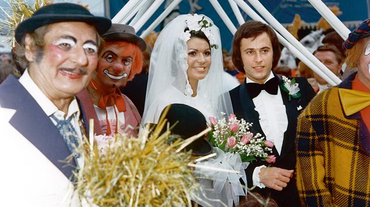 Bei der Hochzeit von Fredy Knie jun. und Mary-José standen die Tierpfleger und Clowns mit Heugabeln Spalier.